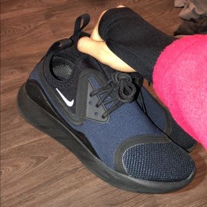 Women's Nike Lunarcharges Size 7.5